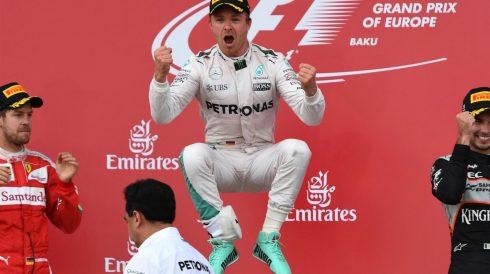 Nico Rosberg salta de alegría tras su golpe de mano en Baku
