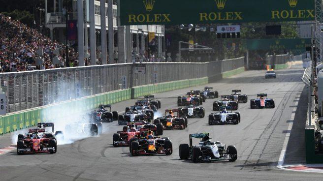 Arranque de la carrera, con Rosberg comandando la prueba