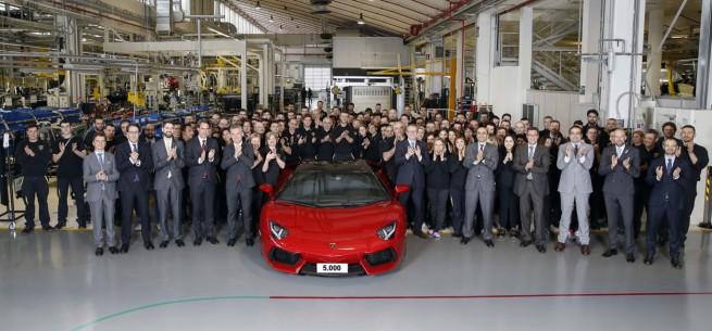 El Lamborghini Aventador número 5.000 sale de la fábrica de Sant' Agata Borghese