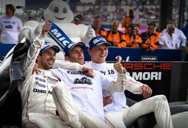 Alegría en el equipo Porsche tras su inesperada victoria en Le Mans