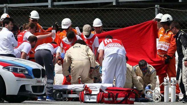 Momento de la evacuación de Luis Salom tras su grave accidente en Montmeló