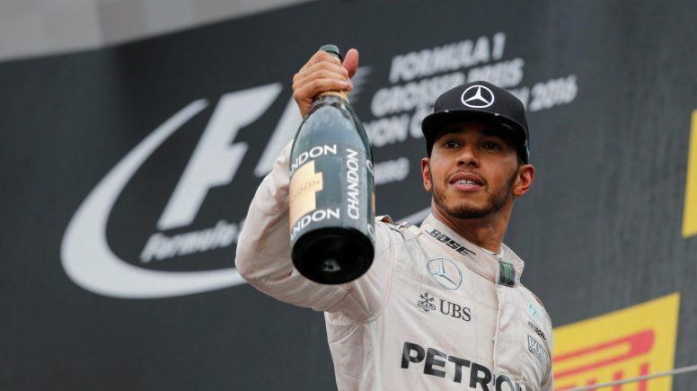 Lewis Hamilton, celebrando una más que trabajada victoria