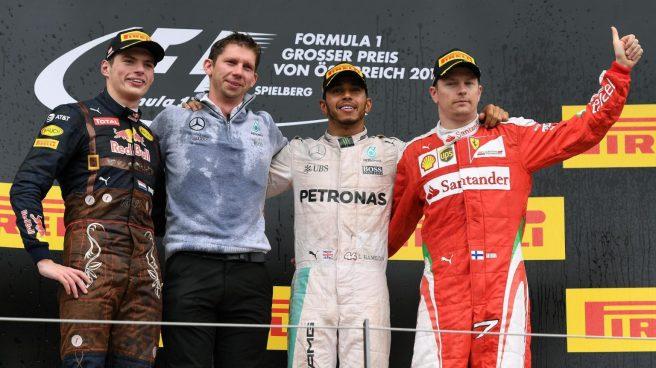 Hamilton, flanqueado por Verstappen y Raikkönen en el pódium del GP de Austria