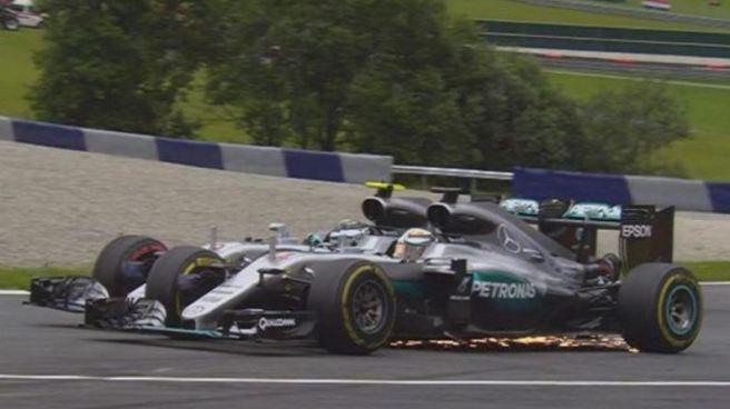 Lewis Hamilton y Nico Rosberg en plena guerra civil