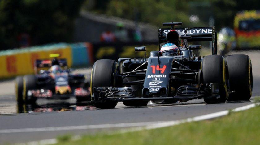 Fernando Alonso volvió a puntuar, delante de Carlos Sáinz