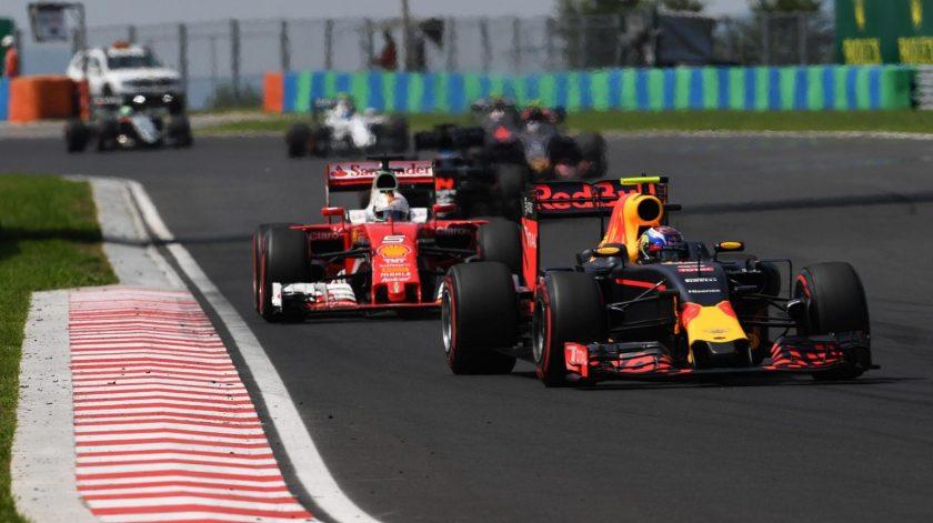 Daniel Ricciardo acabó tercero, con Vettel pisándole los talones