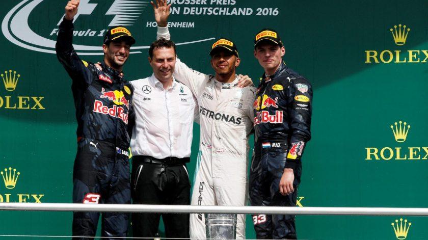 Lewis Hamilton, presidiendo el podium de Hockenheim