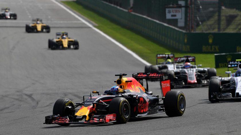 Max Verstappen y Kimi Raikkönen se las tuvieron tiesas toda la carrera