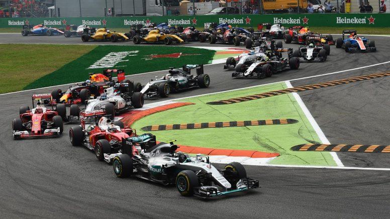 Nico Rosberg, liderando la carrera desde la primera vuelta