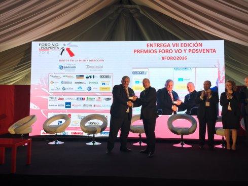 Javier de Ulacia, Director de Cetelem Auto recibe el Premio Especial Foro VO