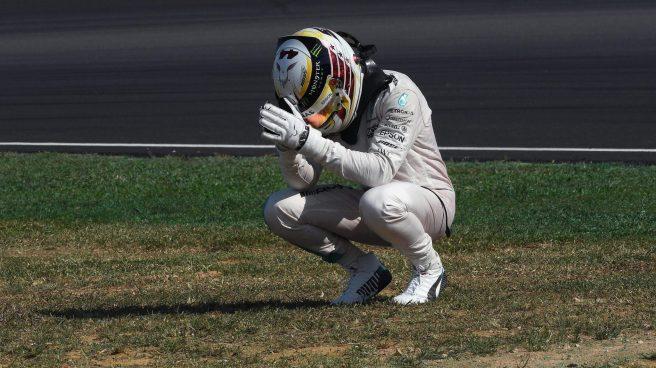 Lewis Hamilton, la viva imagen de la desolación tras su abandono