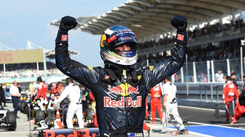 Daniel Ricciardo festeja su primera victoria desde 2014