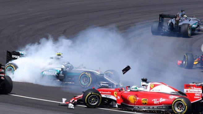 Momento del accidente entre Nico Rosberg y Sebastian Vettel durante el GP de Malasia