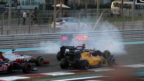 Instante en que Max Verstappen hace un trompo tras tocarse con Nico Hulkenberg