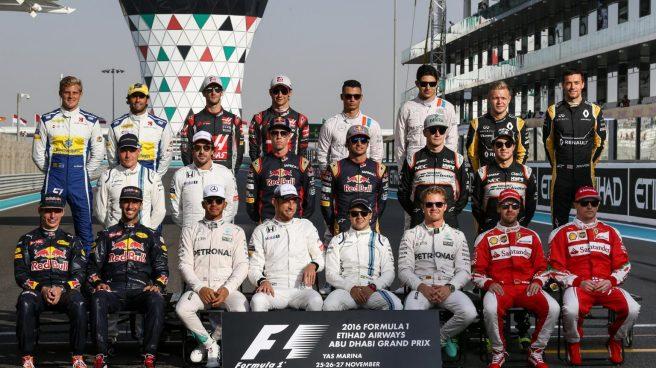 Foto de familia de fin de temporada con todos los pilotos del paddock