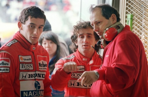 Ron Dennis, junto a Ayrton Senna y Alain Prost en una imagen de 1988