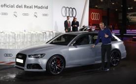 Zinedine Zidane feliz junto a su nuevo Audi RS6 Avant