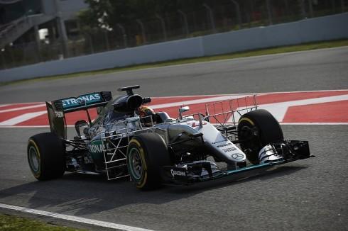 Pascal Wehrlein a bordo de un Mercedes durante unos tests de pretemporada en Barcelona