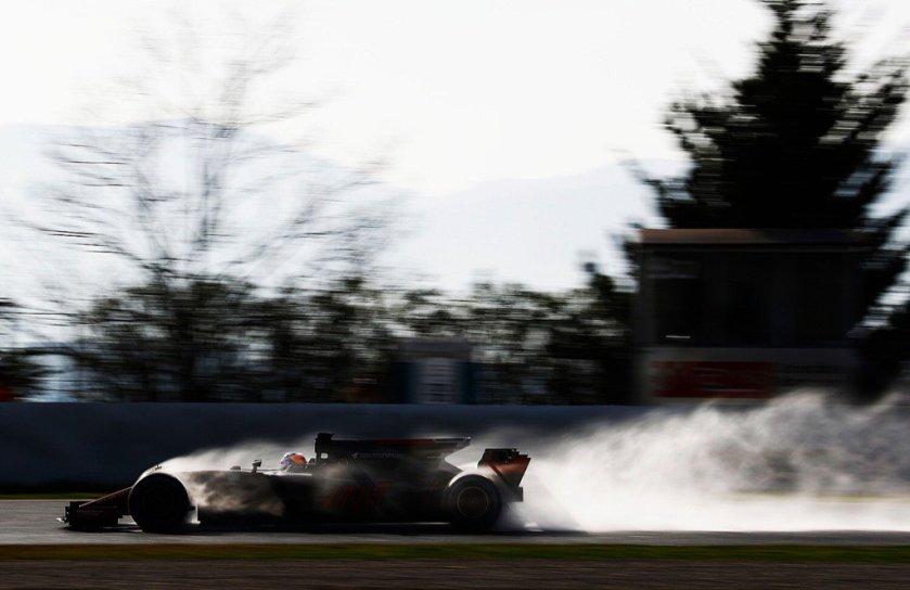 Romain Grosjean, probando a fondo su Haas sobre el asfalto mojado