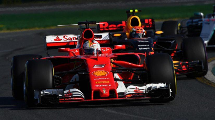 Sebastian Vettel, en pugna con Max Verstappen