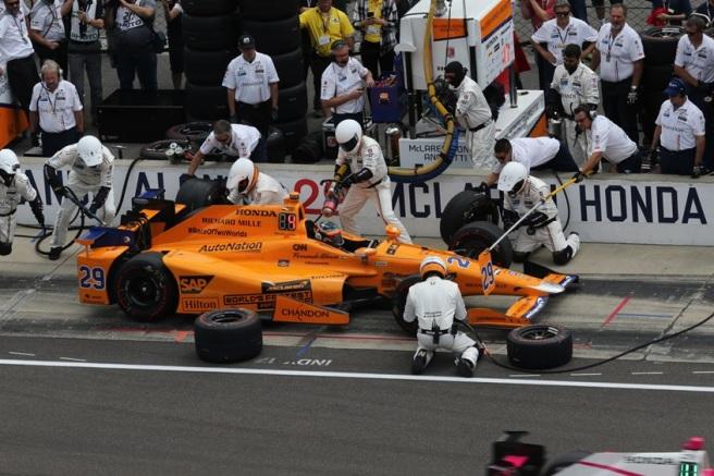 Fernando Alonso, durante uno de sus pitstops en Indianápolis