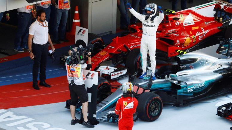 Felicidad absoluta de Valtteri Bottas al llegar como ganador al parc fermé de Sochi