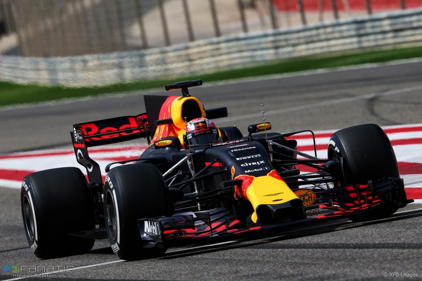 Pierre Gasly, a bordo del Red Bull RB12 durante los tests de Bahrein en 2017