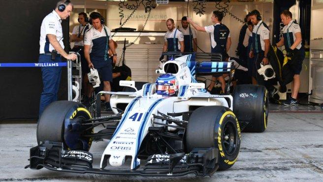 Sergey Sirotkin, a bordo del Williams FW40 durante el útlimo test de Pirelli en Abu Dhabi